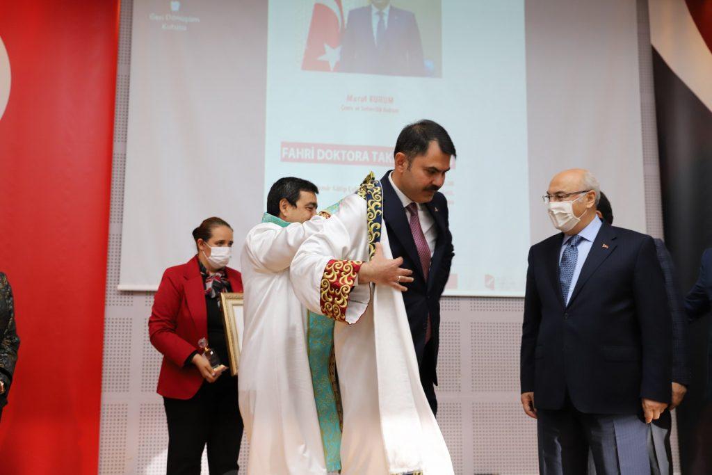 Bakan Kurum'a 'Fahri Doktor' Unvanı Verildi