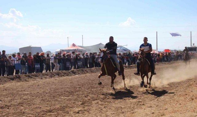 Bayındırda atlar DEFNE için koştu